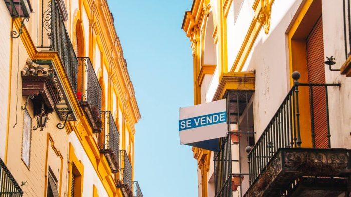 مكتب الصرف يلاحق مغاربة استغلوا جائحة كورونا لاقتناء عقارات بإسبانيا