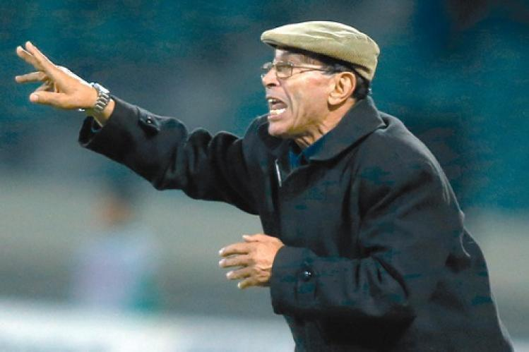 """وفاة المدرب السابق لـ""""المنتخب"""" بكورونا والملك معزيا: إطار كفء ساهم بإخلاص في خدمة الكرة الوطنية"""