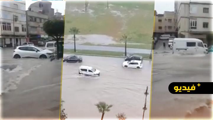 """شاهدوا.. فيضانات """"تغرق"""" شوارع مدينة طنجة ونواحيها"""