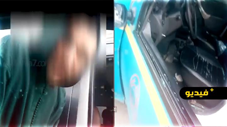 """شاهدوا.. سائق """"غاضب"""" يكسر زجاج سيارة أجرة"""