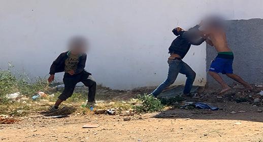"""شجار دموي بين """"حراكة"""" قاصرين بالسلاح الأبيض ببني انصار يتسبب في إصابة أحدهم بجروح بليغة"""