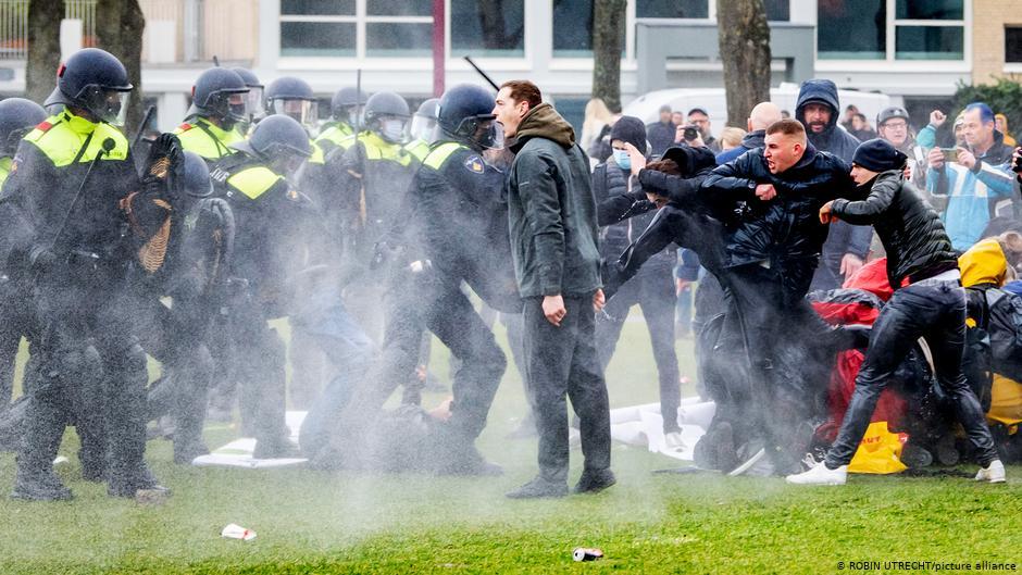 محكمة هولندية تقضي بالغاء قرار حظر التجوال الليلي