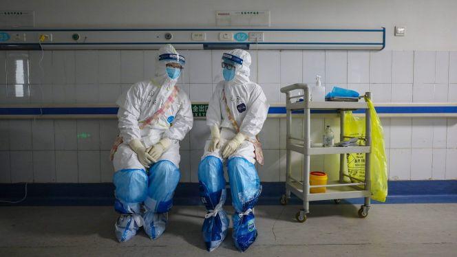 تفتيش منازل ممرضات بعد فقدان قارورة للقاح كورونا في ظروف غامضة