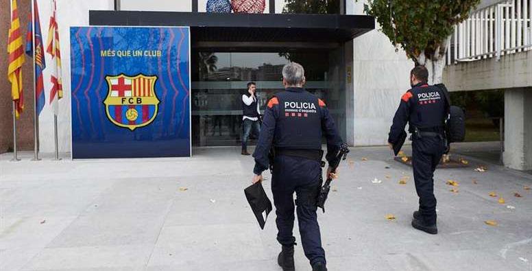الشرطة تداهم مقر نادي برشلونة وتعتقل الرئيس وعددا من كبار الموظفين