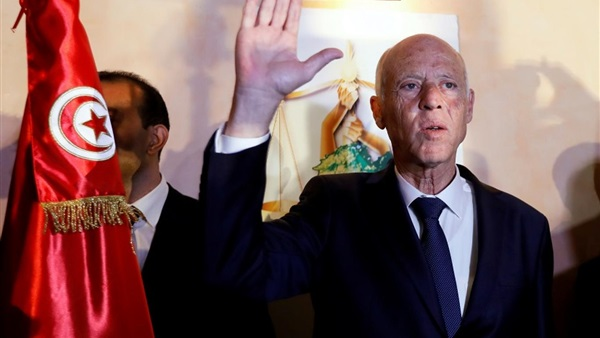 الرئيس التونسي قيس سعيد يرفض تلقي لقاح كورونا