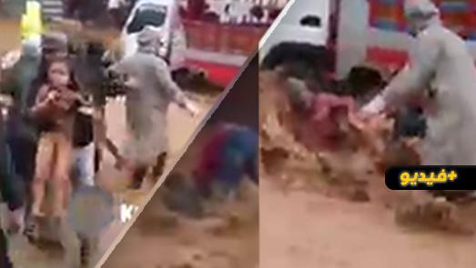 شاهدوا.. مواطنون ينقذون طفلة بأعجوبة بعد أن جرفتها السيول بتطوان