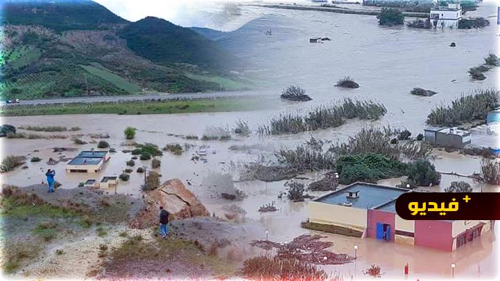 السيول تغمر القصر الصغير والاستعانة بالزوارق المطاطية لإنقاذ الساكنة
