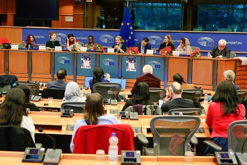 تتويج المغربية حسناوي بجائزة نسوية للتميز في عاصمة الاتحاد الأوروبي