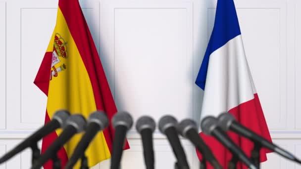 """الإعلام الفرنسي والإسباني.. المغرب """"دولة معجزة"""" في التلقيح ضد كورونا"""