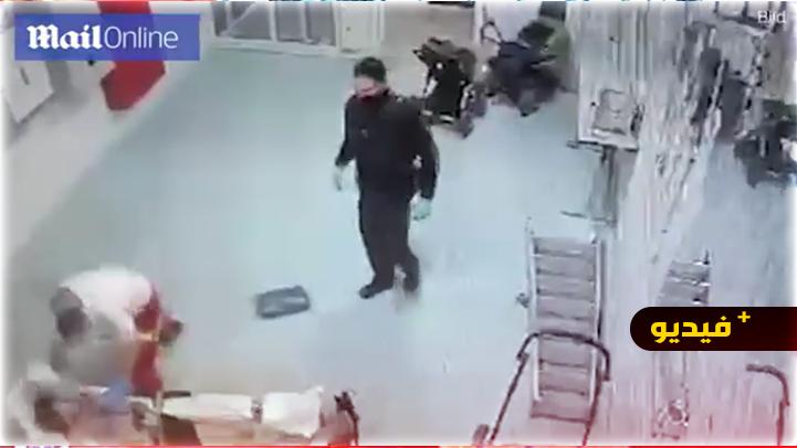 شاهدوا.. مسعف ألماني يعتدي على لاجئ سوري ويكسر وجهه