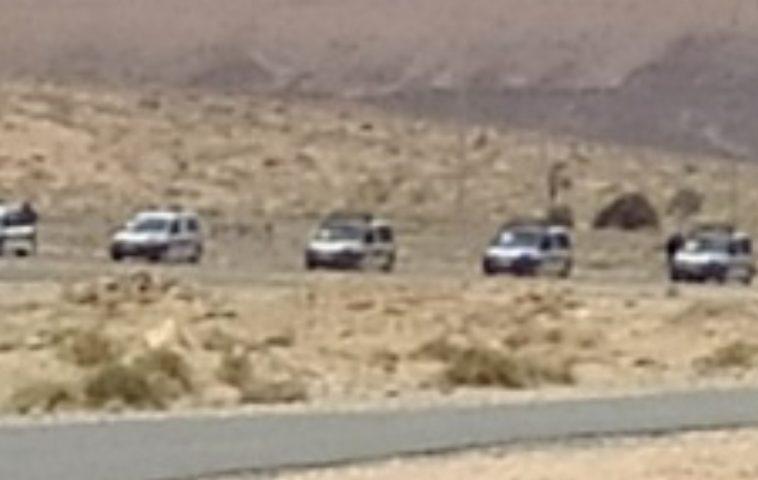 فيديو غريب.. تعزيزات أمنية مغربية لمنع المواطنين من دخول أراضيهم بعد أن استولت عليها الجزائر