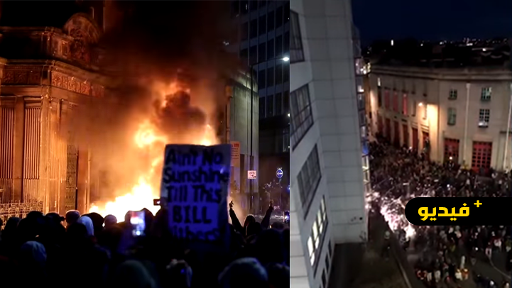 شاهدوا.. احتجاجات عنيفة في بريطانيا ترسل عددا من أفراد الشرطة إلى المستشفى