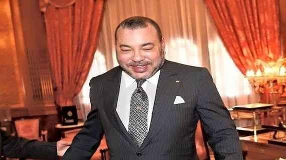 """قصة انفجار الملك محمد السادس ضحكا بسبب """"المخزن"""""""
