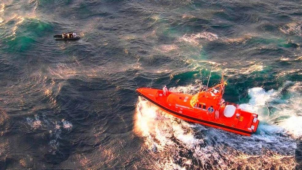 انقاذ مهاجرين أبحروا من الريف في قارب و3 درجات مائية