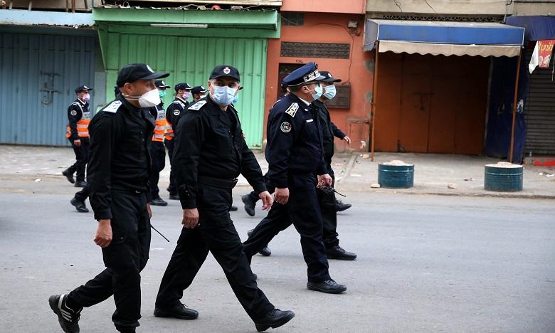 مداهمة أمنية لمحل سري معد للقمار والمخدرات يسفر عن توقيف 18 شخصا بامزورن
