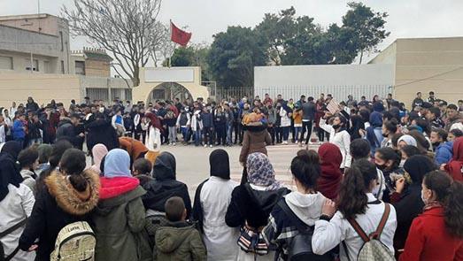 للمرة الثانية خلال أسبوع.. احتجاجات تلاميذية بفرخانة وبني شيكر ضد حرمانهم من النقل المدرسي