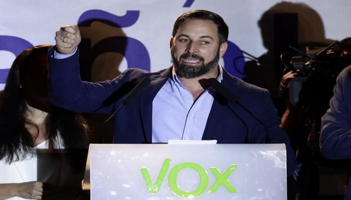 من بينهم 3 مغاربة.. اعتقال مجموعة من المعتدين على زعيم حزب فوكس المتطرف الإسباني