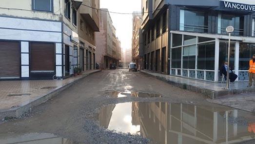 ساكنة حي عاريض 2 بزنقة 191 يطالبون المجلس الجماعي للناظور التدخل وتزفيت الشوارع
