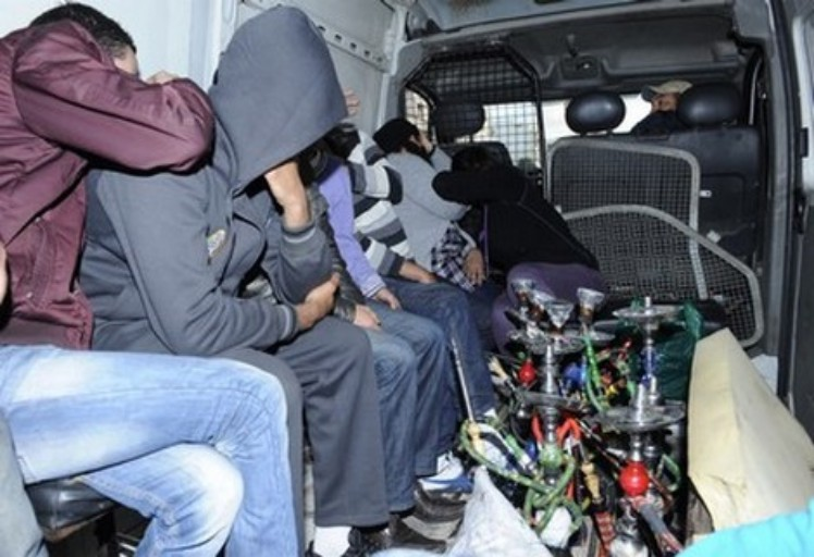 الناظور.. اعتقال خمسة أشخاص خلال عملية مداهمة مقهى لتعاطي الشيشة بحي عاريض