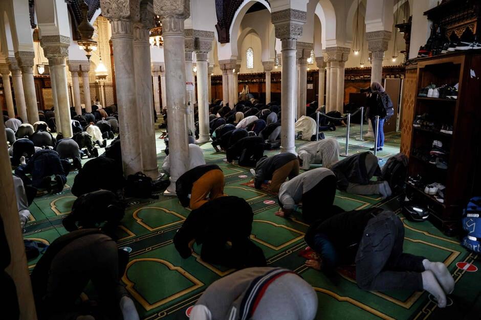 مقاطعات في فرنسا تسمح للمسلمين بالخروج لاداء صلاة الفجر رغم حظر التجول