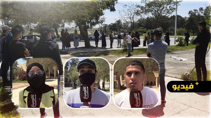 """طلبة بني بويفار يحتجون ضد قرار جماعة """"أبرشان"""" توقيف حافلات النقل الجامعي دون سابق إنذار"""