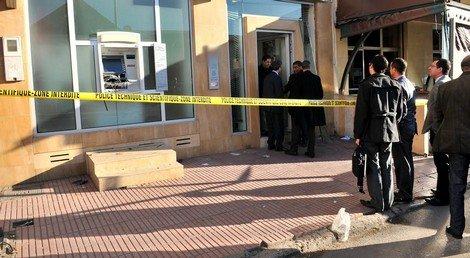 توقيف شخصين قاما بسرقة من داخل وكالة بنكية باستعمال العنف