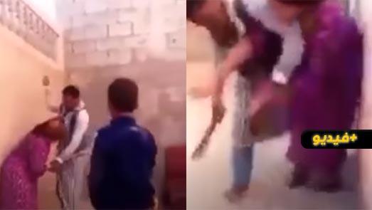 """صادم.. زوج يعنف زوجته بطريقة """"وحشية"""" أمام أطفاله الذين اكتفوا بالصراخ والاستنجاد"""