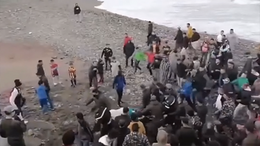 سلطات سبتة تعيد 30 شابا إلى المغرب بعدما وصلوا إليها سباحة