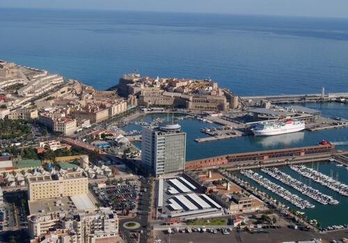 مليلية.. مطالب للاستثمار وتوسيع الميناء من أجل الاستغناء عن الناظور