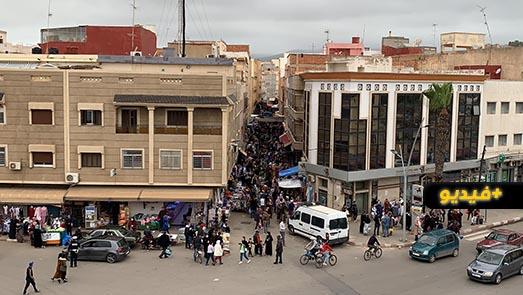 شاهدوا.. خرق إجراءات التباعد والوقاية داخل سوق أولاد ميمون ينذر بكارثة وبائية بالناظور