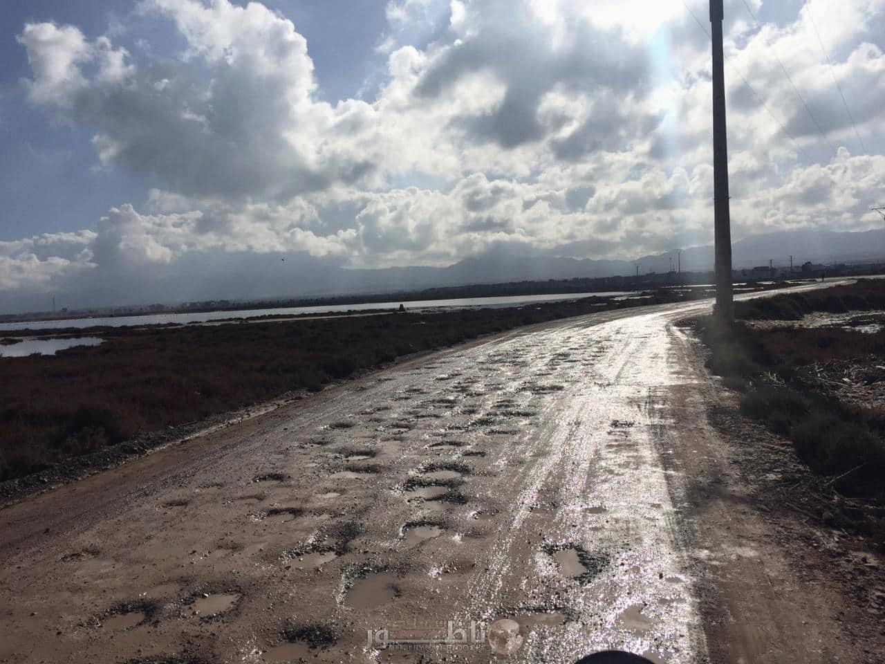 """ساكنة """"ثايزات"""" الساحلية تطالب رئيس جماعة بوعرك بإصلاح الطريق الرابطة بين الدوار وقرية أركمان"""