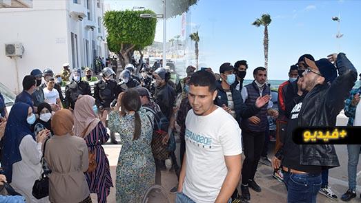 بعد حرمانهم من النقل المدرسي لأزيد من 3 أسابيع.. طلبة جماعة بوغافر يعتصمون أمام عمالة الناظور