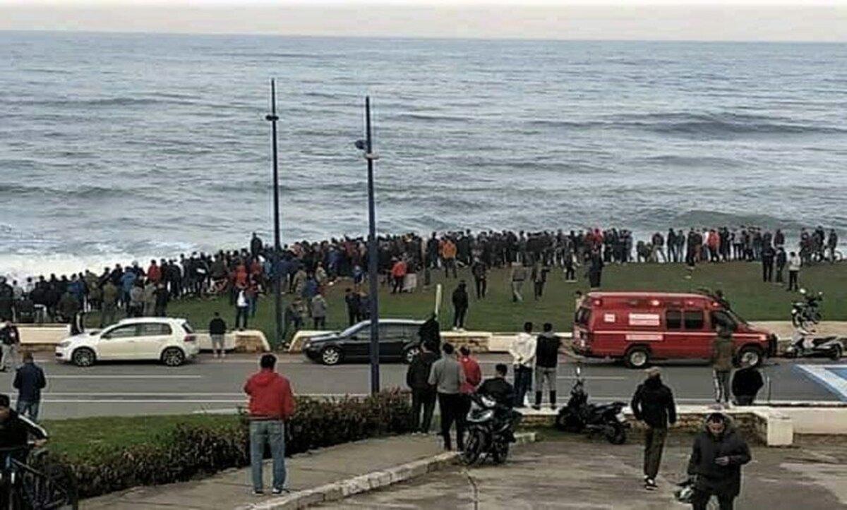 شاهدوا.. مغاربة يهاجرون سباحة بشكل جماعي إلى سبتة من جديد