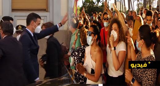 شاهدوا.. رئيس الحكومة الإسبانية ووزير الداخلية يحلان بمدينة مليلية المحتلة