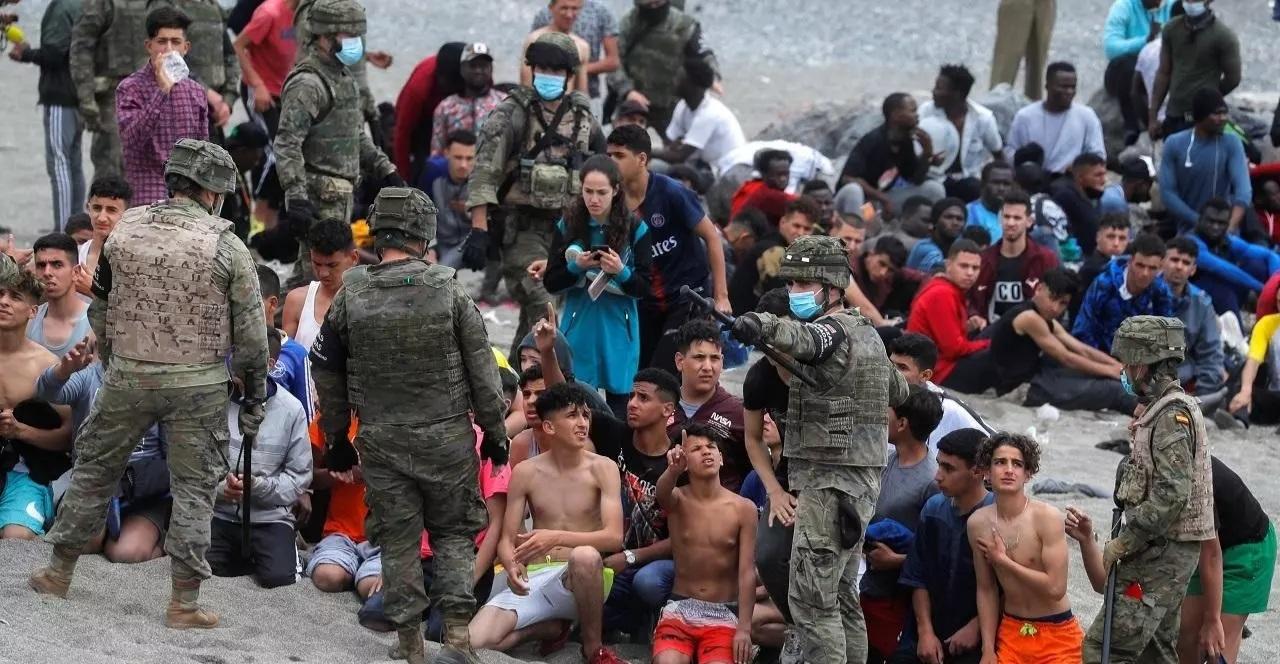 المفوضية الاوروبية تعلق على مشاهد الهجرة الجماعية الى سبتة