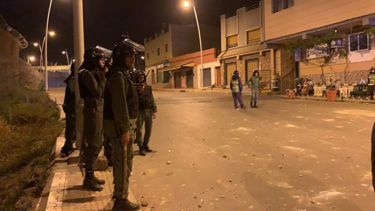 الشرطة تعتقل 28 شخصا اثر محاولتهم اقتحام معبر باريو تشينو