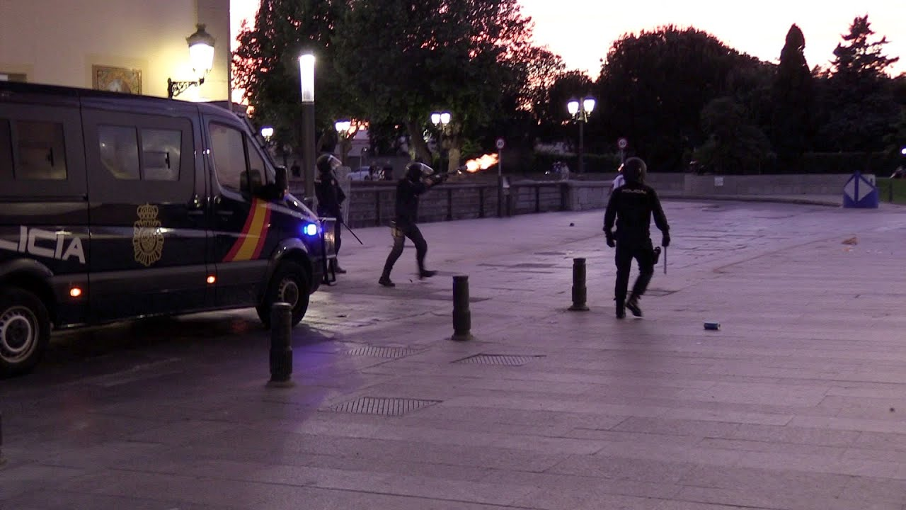 شاهدوا.. تدخل عنيف للشرطة الإسبانية لفض احتجاجات بالثغر المحتل