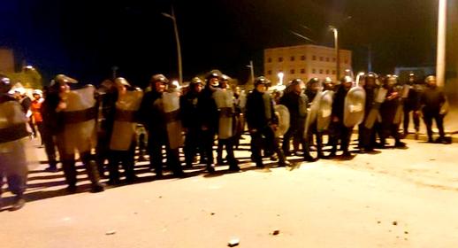أزيد من 100 مهاجر سري يهاجمون قوات الأمن ببني انصار بهدف اقتحام المعبر الحدودي مع مليلية