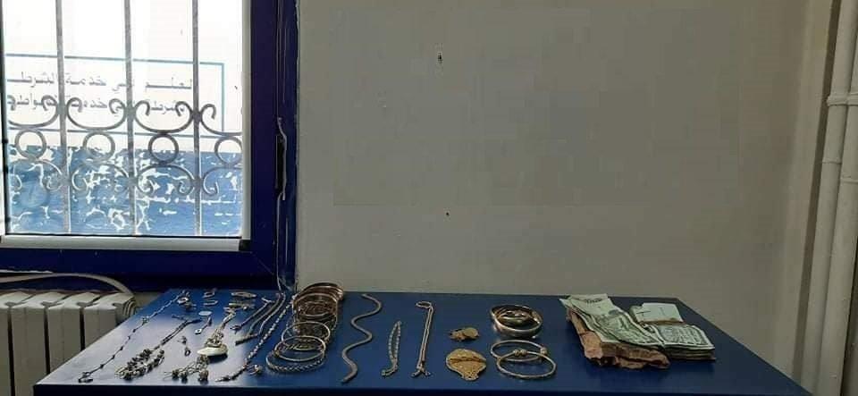 توقيف سيدة قامت بسرقة مجوهرات ثمينة