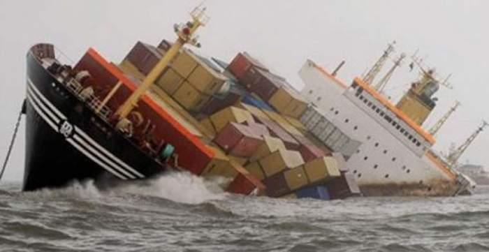 كارثة بيئية تهدد المغرب بعد غرق سفينة محملة بأطنان من البنزين والزيوت بإحدى سواحله