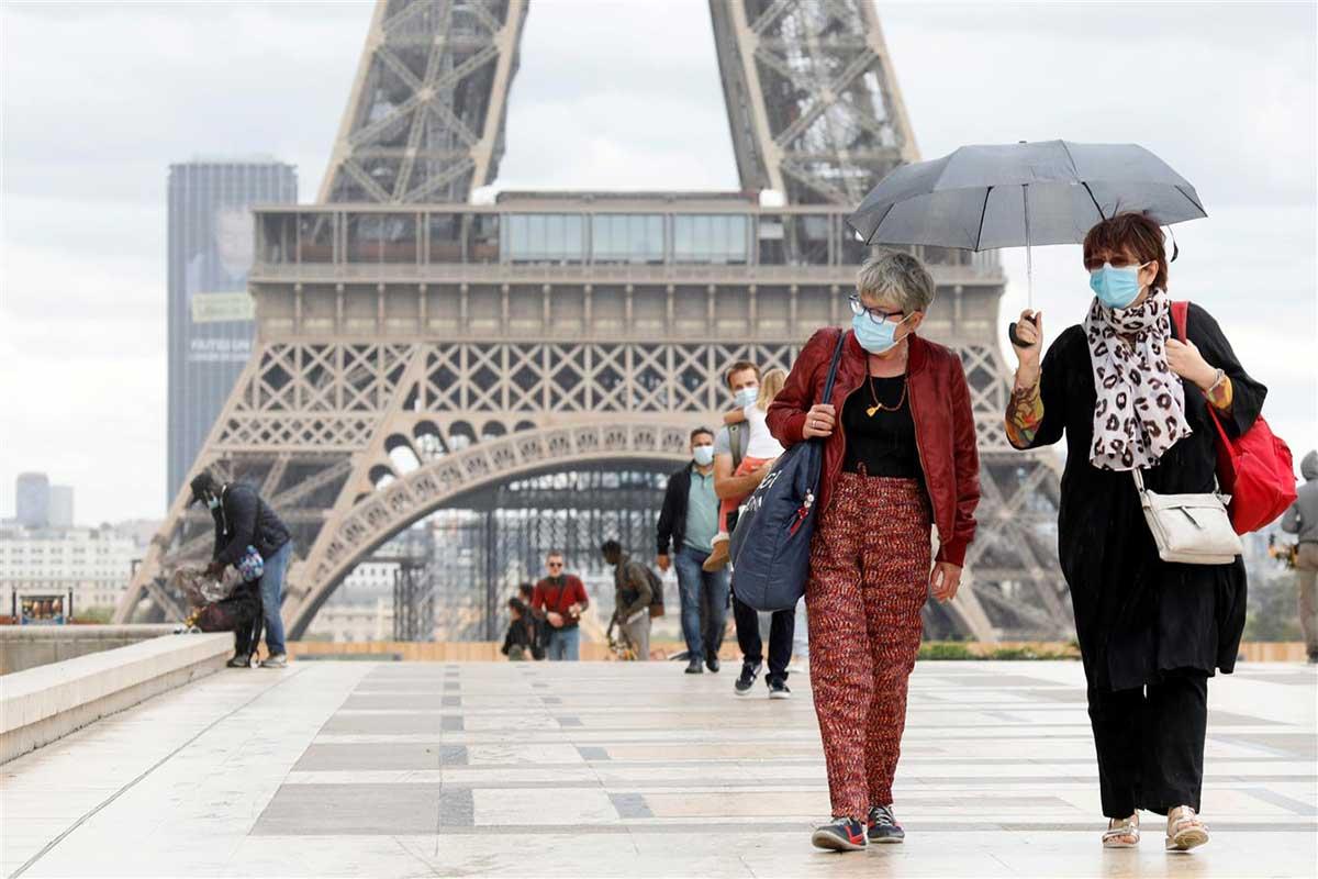 فرنسا تلغي ارتداء الكمامة وترفع حظر التجوال