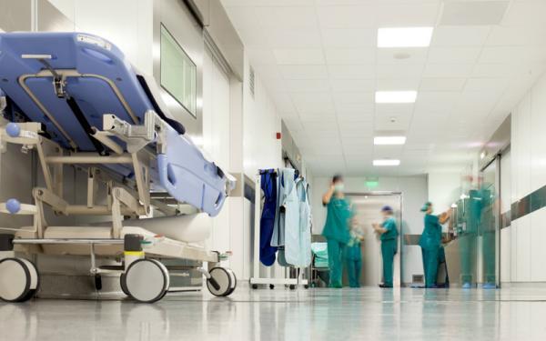 """""""لوبي"""" أطباء القطاع الخاص يعرقل الترخيص للأجانب بممارسة الطب بالمغرب"""