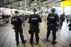 توقيف المئات من المسافرين بسبب تحاليل كورونا مزورة في مطار بروكسيل