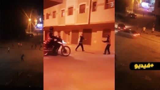 شاهدوا.. لحظة إطلاق النار على شاب جانح من طرف مقدم شرطة وسط الناظور
