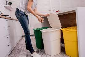 طريقة التخلص من الرائحة الكريهة في صندوق القمامة المنزلي