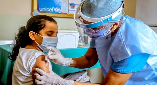 يهم أفراد الجالية.. بلجيكا توافق على تطعيم لأطفال بين 12 و 15 سنة بهذا النوع من اللقاح