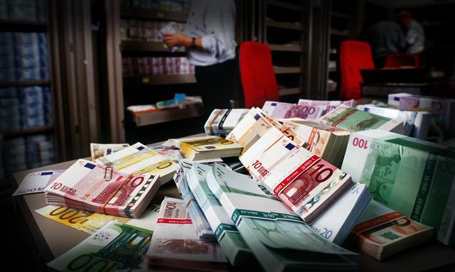 احتياطات العملة الصعبة بالمغرب تجاوزت 320 مليار درهم