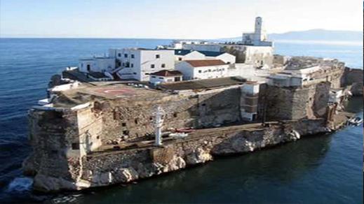 إسبانيا تنتشل رفات يعود تاريخها ل 280 سنة من صخرتي النكور وباديس