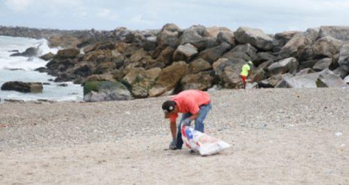 """حملة """"بحر بلا بلاستيك"""" لمؤسسة محمد السادس لحماية البيئة تحط الرحال بالناظور"""