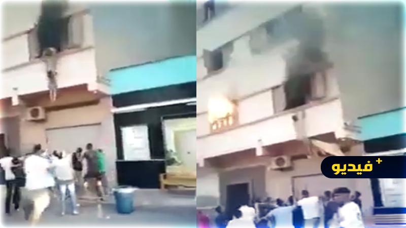 شاهدوا.. شاب يغامر بحياته لإنقاذ طفلين من حريق خطير وسط الناظور
